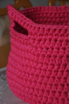 Basket from tshirt yarn