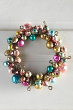 Inspiration for a vintage Christmas ornament wreath DIY project
