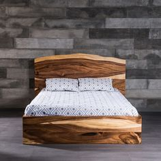 freeform bed made of suar wood - Lowprofilekopfteil