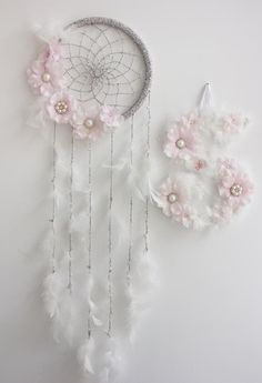 Baby Dream Catcher Wall Hanging, Floral Dream Catcher, Baby Shower Decorations Girl Nursery Wall Decor, White Pink Baby Girl Nursery Decor - Everything For Babies Baby Girl Nursery Decor, Nursery Wall Decor, Nursery Ideas, Boho Nursery, Project Nursery, Nursery Inspiration, Dreamcatcher Crochet, Dream Catcher Decor, Diy Dream Catcher For Kids