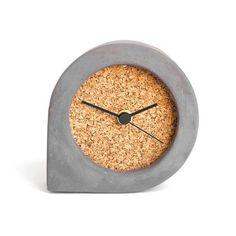 Dark concrete and mediocre black cork clock table clock Cement Design, Cement Art, Concrete Cement, Concrete Furniture, Concrete Crafts, Concrete Projects, Wall Clock Wooden, Wood Clocks, Grey Clocks
