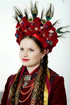 Ukrainian women's headwear. Floral Headdress, Bridal Headdress, Folk Fashion, Ethnic Fashion, Flower Head Wreaths, Ukrainian Art, Beauty Around The World, Tribal Dress, Asian History