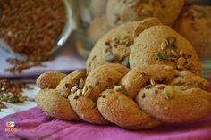 Panini integrali con mix omega tre, dei deliziosi panini adatti ad ogni occasione, arricchiti con semi di girasole, zucca e lino.