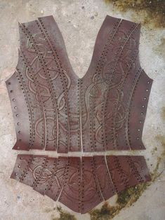Watch out Lagertha! There is a new badass shieldmaiden in town. - Watch out Lagertha! There is a new badass shieldmaiden in town. Viking Cosplay, Viking Costume, Vikings Costume Diy, Viking Armor, Viking Garb, Sewing Leather, Leather Pattern, Vikings Halloween, Crea Cuir