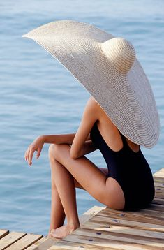 Who needs an umbrella? Just wear a big hat!(a REALLY big hat) :) Summer Of Love, Summer Time, Summer Hats, Summer Sun, Summer 2015, Winter Hats, Summer Dream, Summer Chic, Hello Summer
