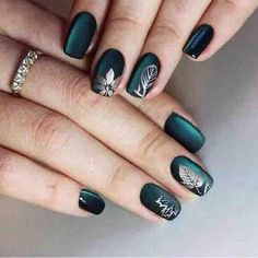 Semi-permanent varnish, false nails, patches: which manicure to choose? - My Nails Chic Nail Designs, Green Nail Designs, Colorful Nail Designs, Simple Nail Designs, Easy Designs, Solid Color Nails, Nail Colors, Hair And Nails, My Nails