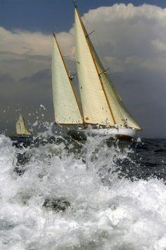 Curs avançat de fotografia de mar MMB. Regata de vaixells clàssics Puig. Barcelona 2013. Foto: Carlos Frias Sailing Ships, Barcelona, Boat, Photography Courses, Boats, Dinghy, Barcelona Spain, Sailboat, Tall Ships