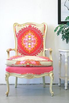 8 Persevering Cool Tips: Car Upholstery Cleaning upholstery furniture benches.Upholstery Workshop Tutorials upholstery step by step projects.Upholstery Tips Thrift Stores. Painted Furniture, Home Furniture, Furniture Design, Funky Furniture, French Furniture, Home Interior, Interior Design, Interior Ideas, Bathroom Interior