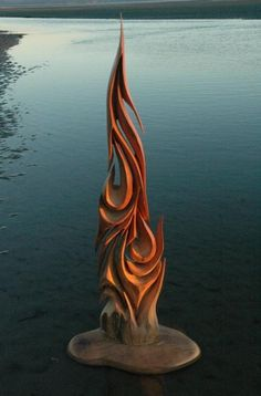 Jeffro Uitto, great artist, creating mainly along the Washington coast. Let`s see what he can do with wood, finding on the beach! - http://www.lollipoppin.com/pin/3641/