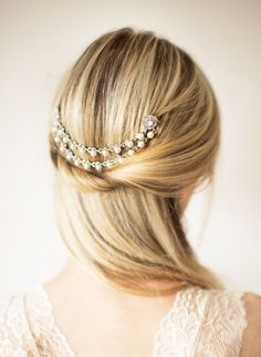 I love everything about this -- the hair chain, her hairstyle... so pretty! | via http://emmalinebride.com/bride/bridal-hair-chain/