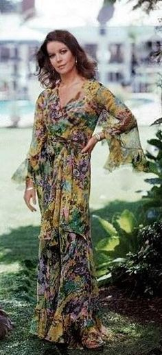 A good floral dress never goes out of style. 70's version on Natalie Wood.