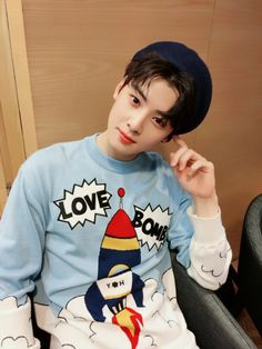 Jut imagine seeing him under your Christmas Tree, spending Christmas with Cha Eun Woo. Cha Eun Woo, Korean K Pop, Korean Star, Korean Drama, Astro Eunwoo, Cha Eunwoo Astro, Asian Actors, Korean Actors, Park Jin Woo