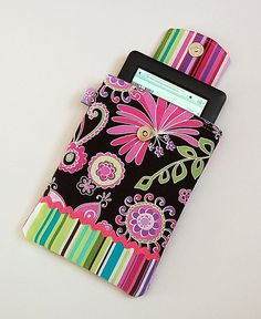 I need to learn to sew so I can make this for my Kindle Fire!!