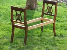 DIY Idea: Putting the backs of two antique chairs and making a bench out of it. Awesome idea as a foot of the bed or entryway. And looks pretty simple to make. Diy Projects To Try, Home Projects, Home Crafts, Diy Home Decor, Diy Crafts, Furniture Projects, Furniture Makeover, Diy Furniture, Unique Furniture