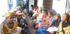 Die Gesundheitszentren in Gambia verfügen weder über ausreichend Schutzkleidung noch Desinfektionsmittel. Ziel des ASB ist es, die Mitarbeiter in 30 Gesundheitszentren in Gambia zu schulen, sie mit nötigen Schutzanzügen, Handschuhen und Desinfektionsmitteln auszustatten sowie mit weiteren Hilfsmaßnahmen zu unterstützen.