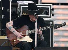 Johnny Winter in Eric Clapton's Crossroads Guitar Festival