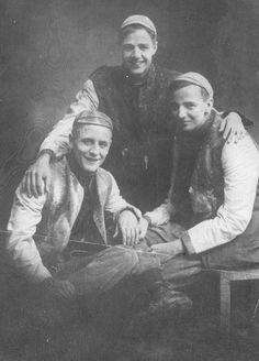 F. Scott Fitzgerald beside friends, Princeton c. 1913 (viaSeries II ) ❤❦♪♫
