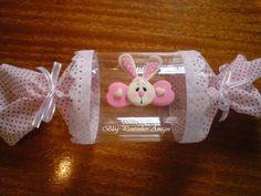 Porta bombom, pet resistente, decorado com tecido e biscuit. <br>Cores variadas, fica à critério do cliente