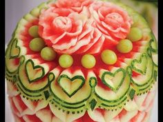 And you thought watermelon was just delicious. Tur – Food Carving Ideas And you thought watermelon was just delicious. L'art Du Fruit, Fruit Art, Fruit Cakes, Cute Food, Good Food, Yummy Food, Awesome Food, Creative Food Art, Food Sculpture