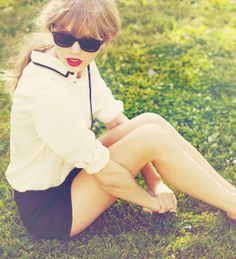 Taylor Swift - Classic basic style. Red lippy.   Legs for days, dammit.