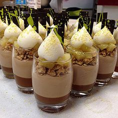 verrines bachour - Buscar con Google New Year's Desserts, Desserts In A Glass, Single Serve Desserts, Köstliche Desserts, Plated Desserts, Delicious Desserts, Dessert Recipes, Dessert Shooters, Dessert Cups