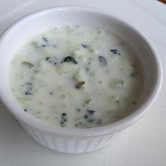 Aprenda a preparar molho de iogurte e pepino com esta excelente e fácil receita.  Aprenda com o TudoReceitas.com a preparar este saboroso molho de iogurte e pepino,...