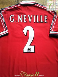 Relive Gary Neville's 1998/1999 Premier League season with this vintage Umbro Manchester United home football shirt.