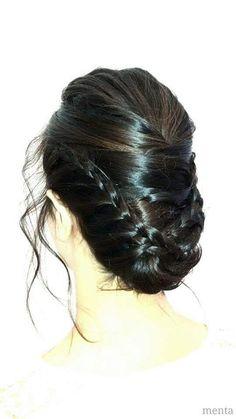 🌹🌹🌹 julio mes de las bodas y los peinados más románticos👰👰👰... definitivamente nos encantan  las bodas...