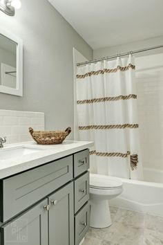 Seeking Gray Bathroom ideas? Take a look at this as well as browse Gray Bathroom as well as Small Bathroom images/photos for design, layout, furnishings, vanity/ painted cabinets, floor, tile, as well as storage space inspiration with remarkable decoration styles from farmhouse to modern-day interior #bathroom #smallbathroom #graybathroomideas Small Bathroom Paint Colors, Bathroom Color Schemes, Bathroom Photos, Bathroom Ideas, Bright Color Schemes, Modern Farmhouse Bathroom, Grey Wallpaper, Grey Bathrooms, Glass Shower