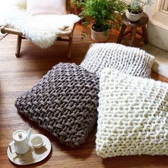 Gorgeous extreme knitting pillows! Pattern and how to in Knitting Without Needles by Anne Weil Beautiful arm knit pillows!