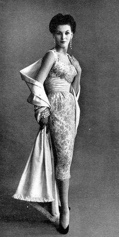 f91c1e5a3b7 What a stunning 1952 evening dress by Christian Dior  1950sfashion Fifties  Fashion