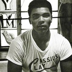 Muhammad Ali Muhammad Ali Fights, Muhammad Ali Boxing, Hometown Heroes, Boxing Champions, American Legend, Different Sports, Ali Quotes, Training Tops, Mike Tyson