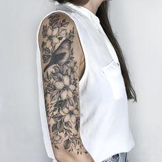 Tattoo artist Yarina Tereshchenko black dotwork linework tattoo | Kiew, Ukraine