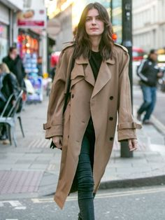 Leila Yavari // effortless hair, trench coat & jeans #style #fashion #streetstyle
