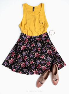 Mellow yellow Writing Jobs, Mellow Yellow, Skater Skirt, Eye Candy, My Style, Skirts, How To Wear, Clothes, Fashion