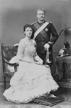 Rei D. Carlos e Dª Amélia de Portugal... Adele, Portuguese Royal Family, History Of Portugal, Noble People, French Royalty, 1880s Fashion, Royal King, Elisabeth, Glamour Shots