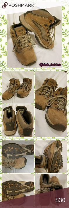 🌲Gently used waterproof Hi teck hiking boots🌲 Gently used waterproof Hi teck hiking boots. Size 8. Spring is here.  Now let's get our hike on. Message me for more details. Ty Veronica  #hiteck #waterproof #hikingboots #size8 #genltyused #opentooffers #bundleandsave #dab_fairies Hi teck Shoes