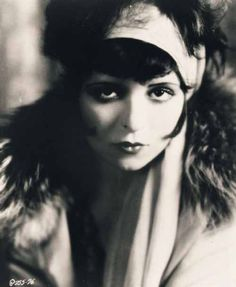 Silent film star, Clara Bow. inspired the smoky eye makeup trend.