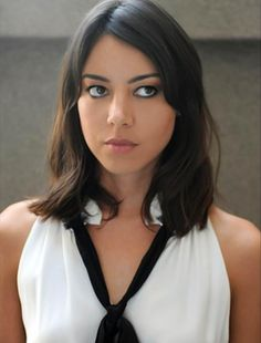 Aubrey Plaza current wifey, from Parks & Recreation on NBC. She's hot and funny win-win. We got a good thing going. Pretty People, Beautiful People, Gorgeous Women, Non Blondes, Woman Crush, Girl Crushes, American Actress, Her Hair, Hair Inspiration