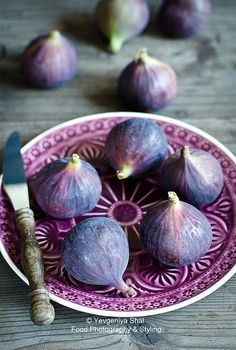 Shades of aubergine autumn. Fruit And Veg, Fruits And Veggies, Fresh Fruit, Fresh Figs, Fall Vegetables, Purple Food, All Things Purple, Food Art, Favorite Color