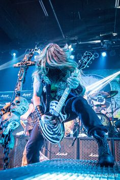 Zakk Wylde of the Black Label Society playing the last ever (the venue has been torn down) metal show at The Kool Haus in Toronto. Other band shot. The Black Label Society: Zakk Wylde Heavy Metal Rock, Heavy Metal Music, Heavy Metal Bands, Pride And Glory, Black Label Society, Zakk Wylde, Metal Albums, Rock Artists, Ozzy Osbourne