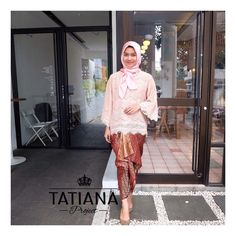 Tatiana Wedding Skirts Jassy Maroon IDR 90k Ukuran : 200 x 110 cm Bahan : semi silk motif timbul Warna : maroon - gold (two tone colors) Order/ask (pilih salah satu) : WA : 082220664355 Line : klik link di bio yaa Format pemesanan : Nama : Jenis : Alamat : No HP :  #kainkondangan #rokkondangan #kainlilit #kainikat #weddingskirts #kondangan #kebaya #kebayaindonesia  #kainbatik #kainsongket #jualrok #jualroksongket #seragamnikahan #kebayakutubaru #kebayainspirasi #kainlilitwisuda… Lace Skirt, Sequin Skirt, Sequins, Bride, Skirts, Fashion, Wedding Bride, Moda, Skirt