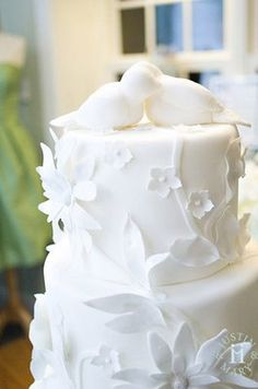 For the Love of Beauty ... with a ♥ for cosmetics, skincare, fragrance, haircare & fashion: Tis the Season ... Stunning Wedding Cakes