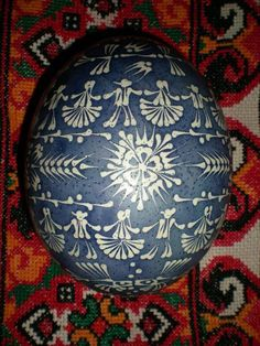 Lemko style patterns on an ostrich egg by extrordinary Ukrainian artist Zenovii Penionzhik