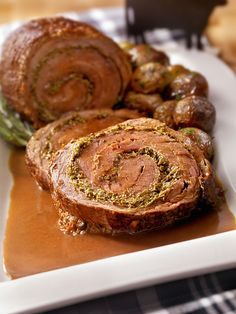 This stuffed, rolled beef tenderloin is the perfect entertaining recipe. The simple pesto recipe can be made ahead and stored in the fridge. Roll up the tenderloin like a jelly roll and tie with butcher twine every couple inches to secure the roll. Rolled Roast, Beef Roll, Sandwich Spread, Braised Beef, Pesto Recipe, Beef Tenderloin, Oven Roast, Creative Food, How To Cook Pasta