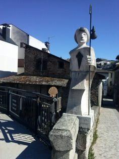 Camino de Santiago: Monumento al Peregrino, Villafranca del Bierzo (31-03-2015)