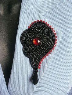 Купить или заказать Брошь 'Кармен' в интернет-магазине на Ярмарке Мастеров. Крупная, но довольно легкая брошь. Наиболее удачно подойдёт в качестве аксессуара для однотонных жакетов, пальто, шубок и палантинов. Вышивка. Использованы элементы Сваровски и японский бисер (глянцевый и матовый). Изнанка - черная кожа. Красный цвет в работе - темный, ближе к гранату. Размеры 10,5см (вместе с подвеской) * 6см. 2500р На сиреневом носить не рекомендую ) На заказ возможны и цветовые вариации. Ср...