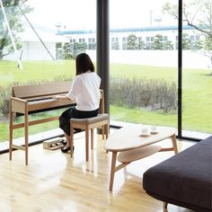 Roland Kiyola Piano in Oak Wood in color Danish Modern, Midcentury Modern, Piano Room Decor, Rest House, Piano Bench, Scandinavian Furniture, Cool Furniture, Family Room, Cool Designs