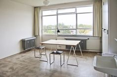 Image 6 of 6 from gallery of You Can Stay Overnight at the Bauhaus Dessau. Photo: Copyright of Bauhaus Dessau Bauhaus Interior, Interior Architecture, Interior And Exterior, Bauhaus Architecture, Design Bauhaus, Studio Build, Student Room, Stay Overnight, Interior Decorating