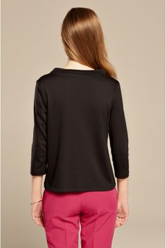 Czarna bluzka trapezowa ze stójką